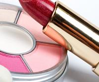 benefits of using a makeup mirror to apply your makeup